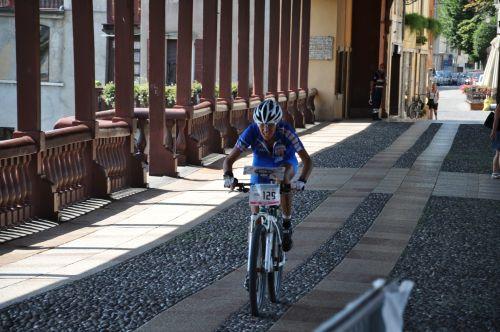 Laura Scaravonati sul ponte vecchio di Bassano, lanciata verso il bronzo